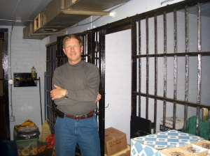 larry-in-the-jail